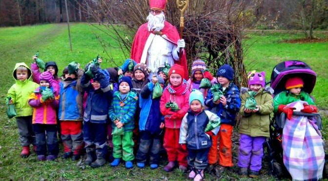 Juhu! Die Waldkindergartenkinder haben den Nikolaus gefunden!